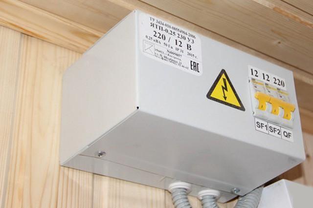 Понижающий трансформатор, для защиты от поражения током