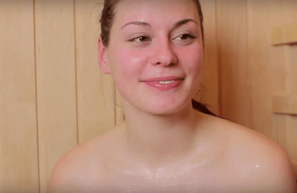 Капельки пота вытирайте полотенцем