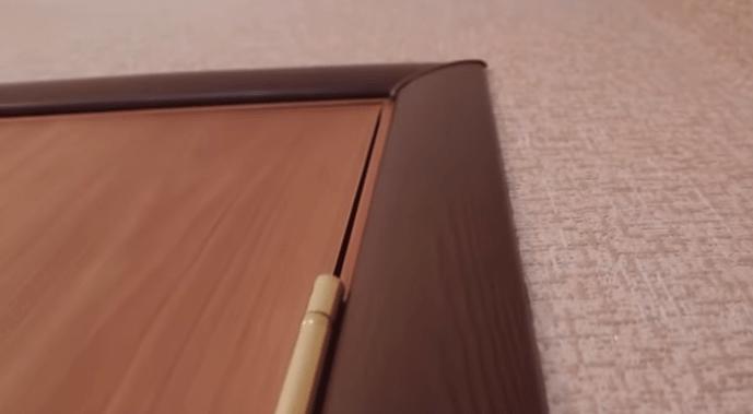 Вид наличника со стороны петель