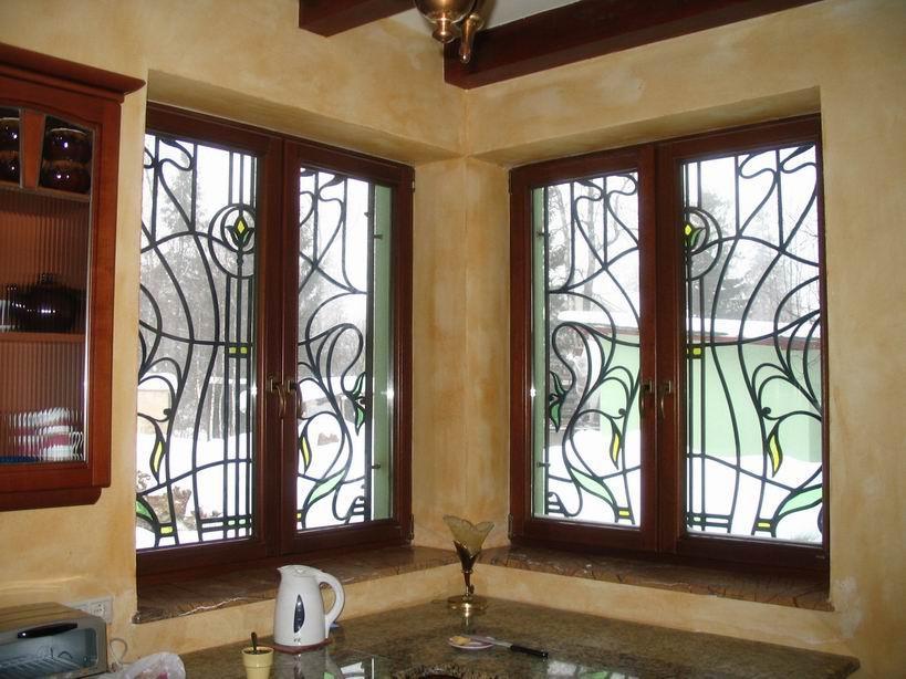 Деревянные окна в кирпичной бане