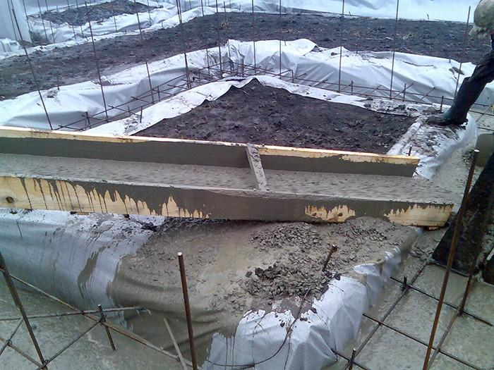 Заливка ленточного фундамента зимой