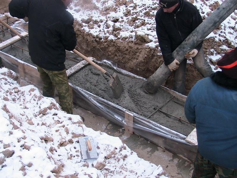 Зимняя заливка фундаментов имеет множество особенностей