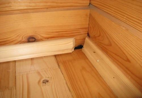 Крепление деревяных плинтусов