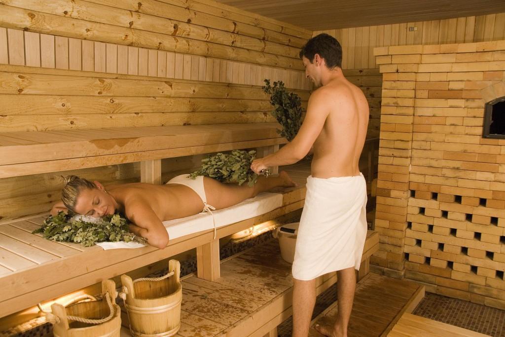 К материалам для отделки парной предъявляются самые серьезные требования из-за особых условий в помещении