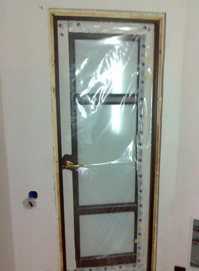 Навешано дверное полотно