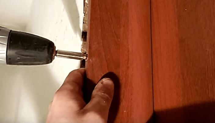 Прикручивание вертикальной планки