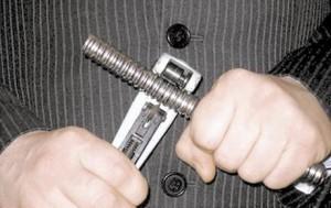 Раскрой при помощи специального инструмента.