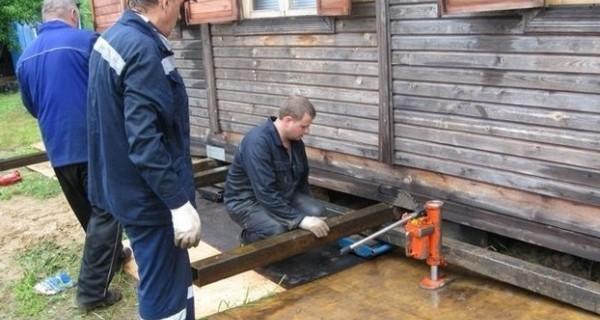 Ремонтируем фундамент с использованием домкратов