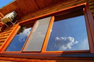 Современное окно из дерева