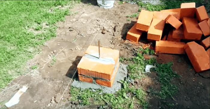 Столбик опорный из кирпича