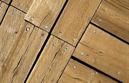 Как устранить скрип деревянного пола