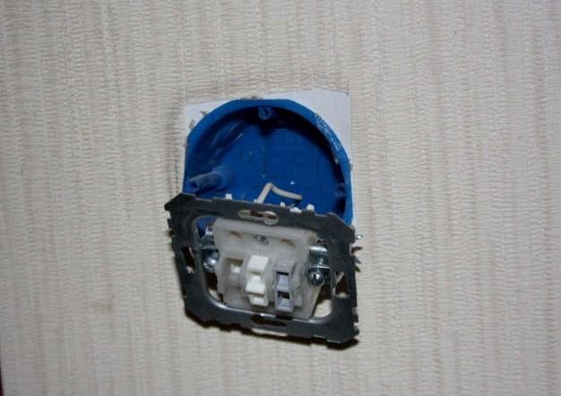 Внутренний выключатель в коробке Бермана