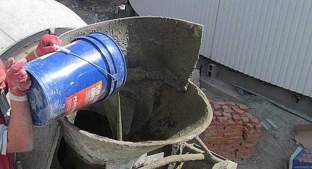Введение добавки в бетоновоз