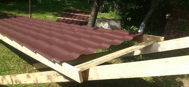Подъем листа на крышу