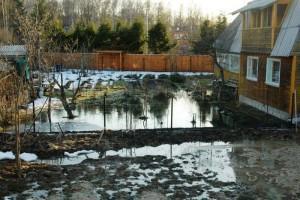 Подтопленная придомовая территория