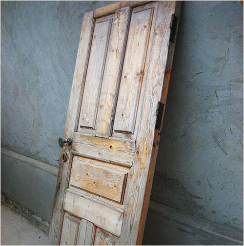 Старая дверь, требующая реанимации