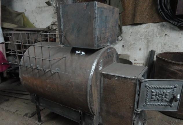 У горизонтальных печей для бани различный внешний вид, но конструкция аналогична