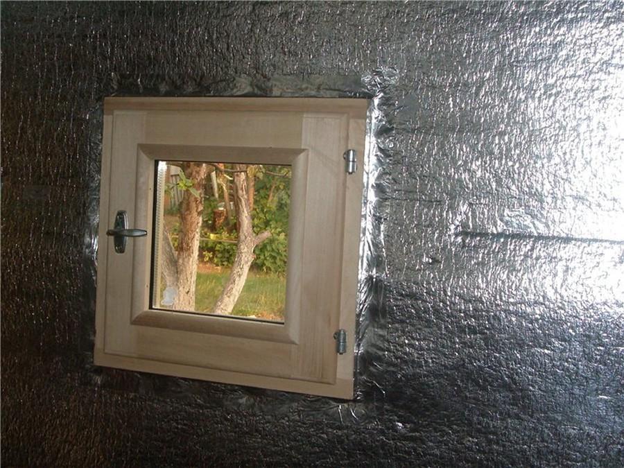 Фольга вокруг окна