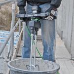 Смешивание воды и модифицирующей добавки