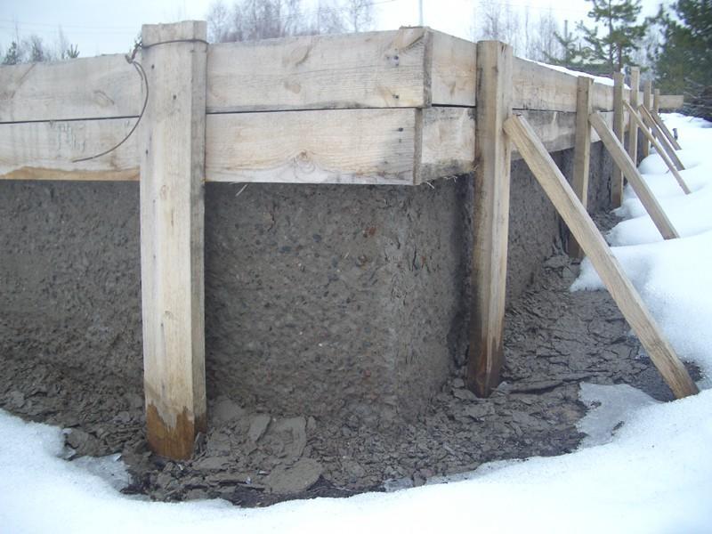 Фото залитого зимой фундамента