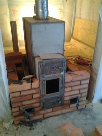 Банная печь Теклар с кирпичным экраном и воздуховодами