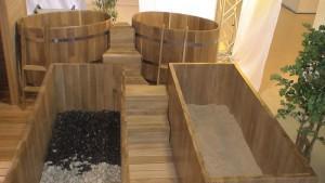 В емкости древесные опилки с аромамаслами