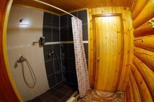 Душ в бане - фото