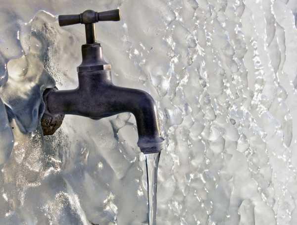 Зимой в неотапливаемой бане замерзает вся имеющаяся вода