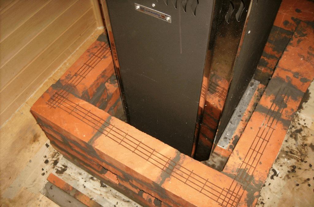 Кладка кирпичного экрана с армированием рядов
