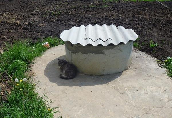 Колодец из бетонных колец - фото