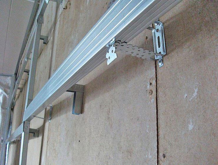 Металлическая обрешетка - вариант крепления на подвесы
