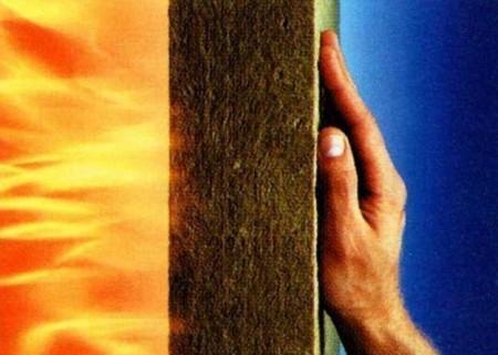 Минвата не боится огня, но теряет свойства при намокании