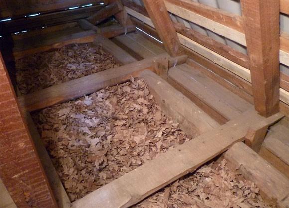 Опилки и глину лучше не использовать для утепления потолка