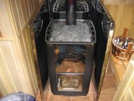Печь с металлическим защитным экраном - фото