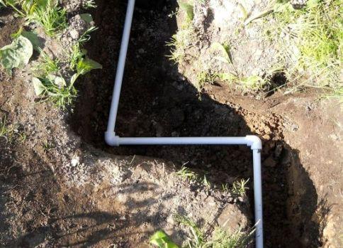 Прокладка труб летнего водопровода в траншее