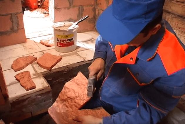 Раскалывание плитки молотком