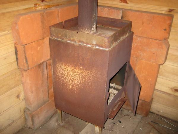 Самодельная металлическая печка в бане