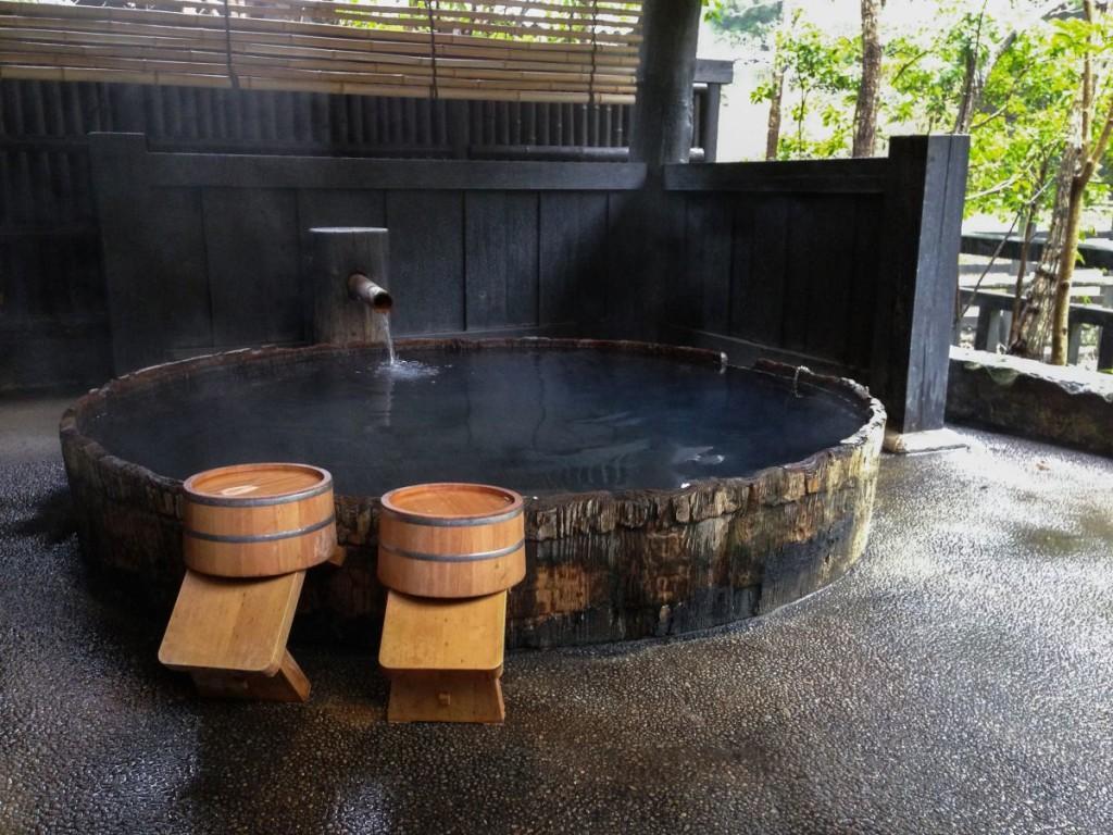 Скромная общественная японская баня