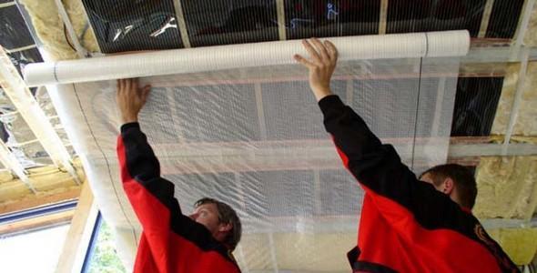 Укладка и монтаж пароизоляции на потолок