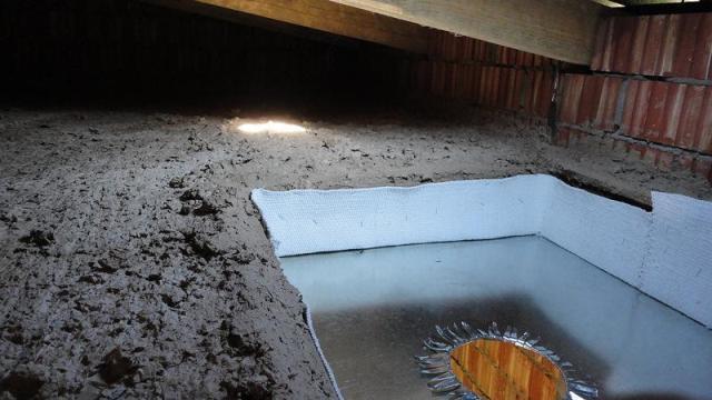 Утепление перекрытия смесью глины и опилок