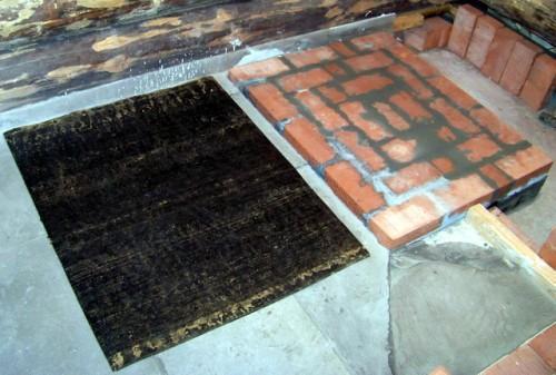 Основание на деревянном полу