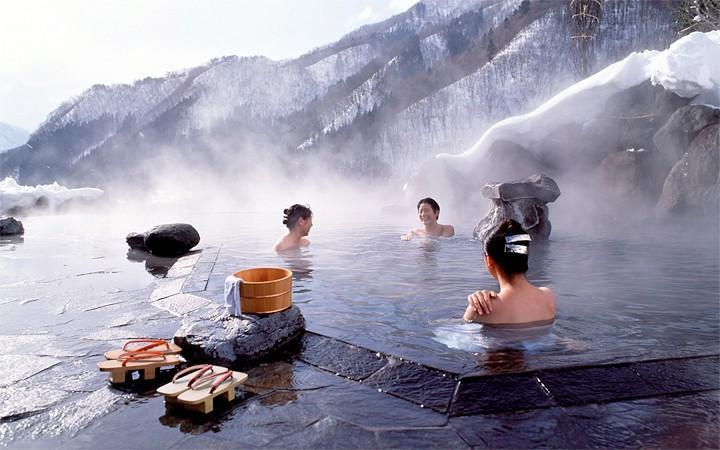 В настоящее время Японские бани являются главным звеном в больших спа-комплексах. В них кроме обычных процедур, можете заказать и дополнительные процедуры, как массаж, обертывание, косметические маски