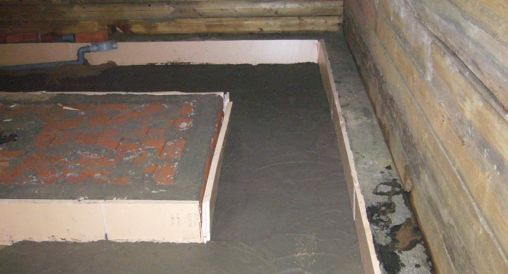 Залит первый слой бетона