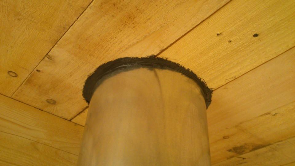 Потолок заделан герметиком