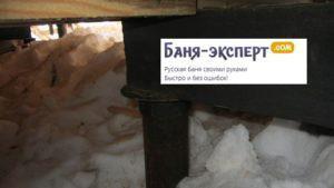 На фото видна вкрученная свая, оголовок и сваренный из швеллера короб
