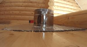 Верхний цельный кусок минваты фольгой наверх