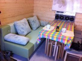 Другая сторона комнаты отдыха, отделка стен вагонкой