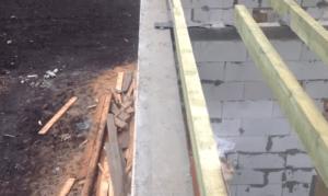 На эту стену будет уложен ряд газоблоков