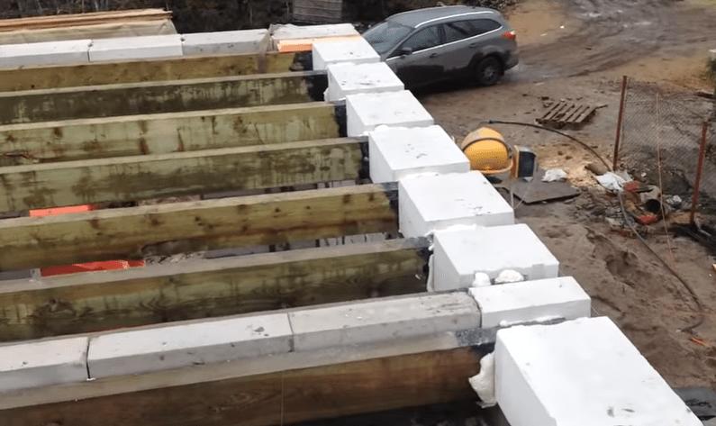 Брусы перекрытия и кладка газоблоков