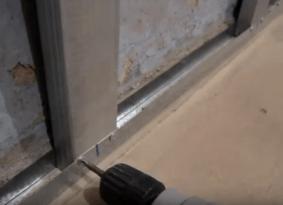 Фиксация торцов вертикальных стоек